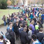 žáci před školou